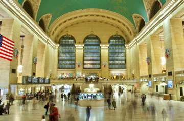 dispatch_async: The Apple Store is the best place to photograph Grand Central. (New York)